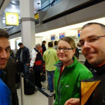 Katerina, Philipp und Robert am Flughafen