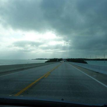 Links und rechts Wasser - Fahrt von Insel zu Insel auf den Florida Keys