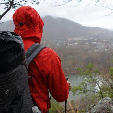 Blick zurück nach Hot Springs, NC an einem regnerischen Tag