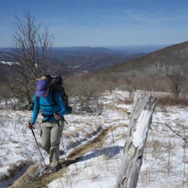 Katerina auf dem Weg durch den Schnee