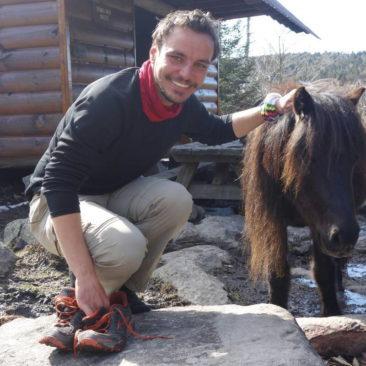 Philipp mit einem der Grayson Highland Ponies