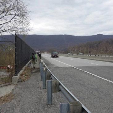Wegführung an der Autobahn entlang