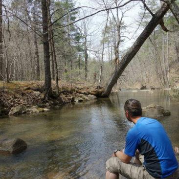 Ruhige Stimmung und Abkühlung am Fluß