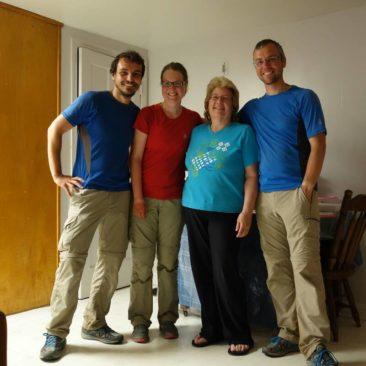 Trail Angel Rachel und die drei glücklichen Thru-Hiker