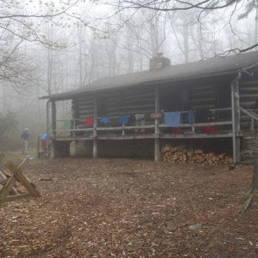 Die verschlossene Hütte im Wald