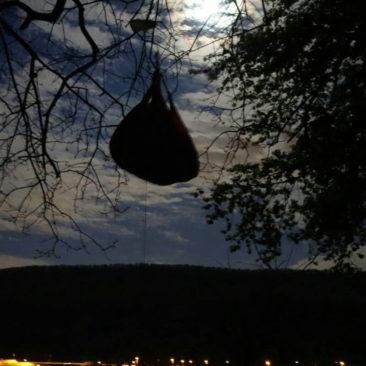 Vom Mondschein bewacht, ist unser Essen bärensicher aufgehangen