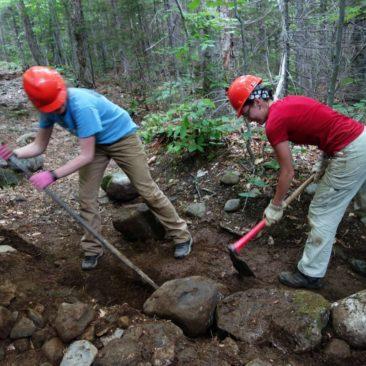 Ausbesserung des Trails durch Freiwillige