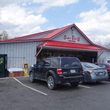 Der kleine Super-Val-U Supermarkt in Newport, VA
