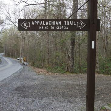 Großes Hinweisschild zum Appalachian Trail