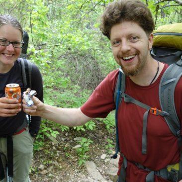 Wall-E und Extra Mile freuen sich über Trail Magic