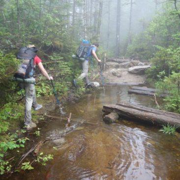 Umgehung der Wassermassen nach heftigem Regen