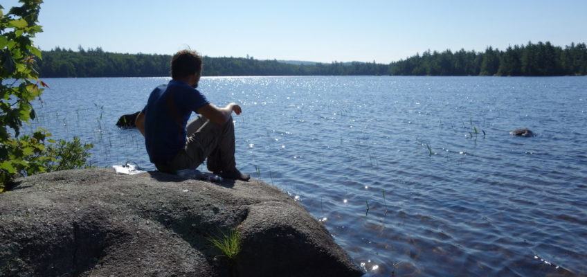Entspannte Rast an einem See in Maine