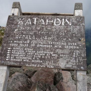 Das Appalachian Trail Schild auf Mount Katahdin