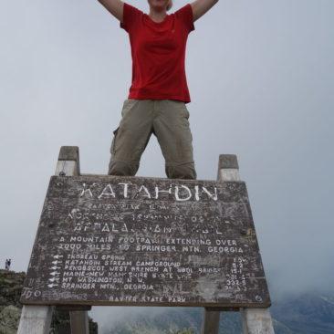 "Katerina ""Wall-E"" auf Mount Katahdin - jetzt auch offiziell Thru-Hikerin"