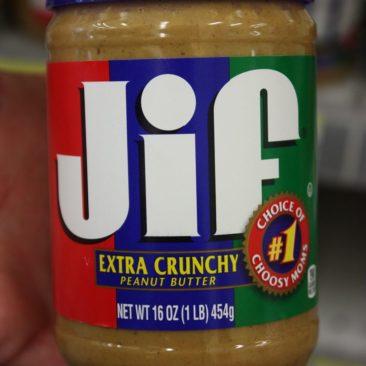 Erdnussbutter gibt es immer und überall! Lecker und preiswert. Muss man aber mögen.