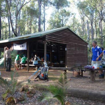 Viel Betrieb an der Chadoora Shelter aufgrund der Bibbulmun Track Team Challenge