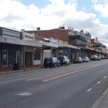 Typische Straße in einer westaustralischen Kleinstadt - hier Collie