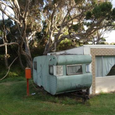 Der für Wanderer mietbare Wohnwagen auf dem Campingplatz von Peaceful Bay