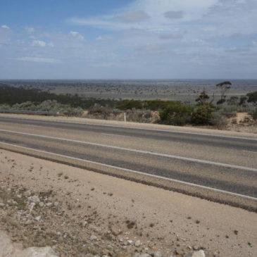 Durch die Nullarbor Wüste