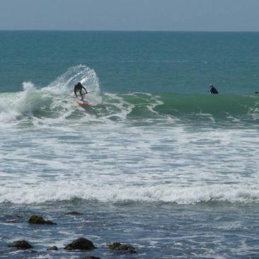 Surfer am Strand von Raglan