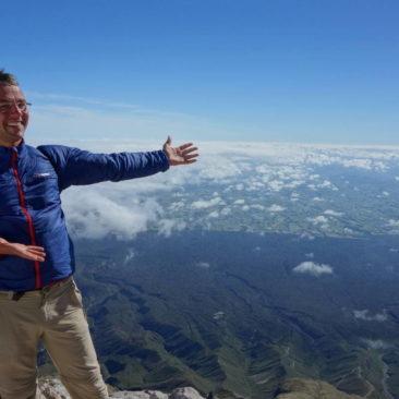 Sogar ein paar grüne Flecken gibt es vom Gipfel von Mount Taranaki aus zu sehen