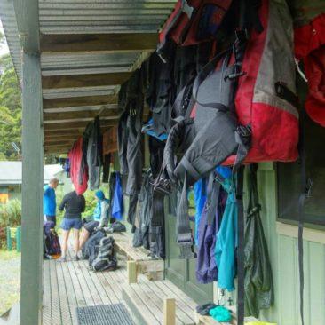 Alles raus zum Trocknen an der Lake MacKenzie Hütte