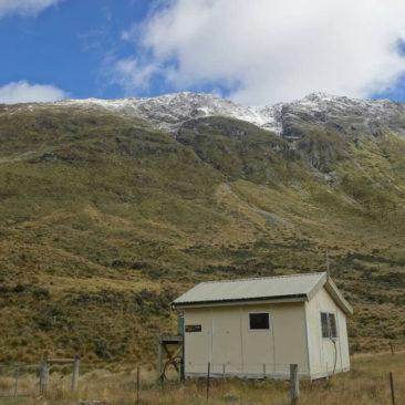 Die schlichte, aber gemütliche Boundary Hut am Mavora Lake Walkway