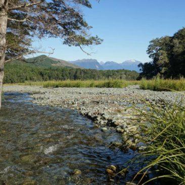 Wasser, Berge, Wald - Was will man mehr für einen tollen Zeltplatz (grasige Ebene nicht im Bild, aber vorhanden)