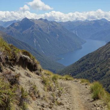 Ausblick vom Kepler Track auf die gewaltige Bergwelt des Fiordlandes