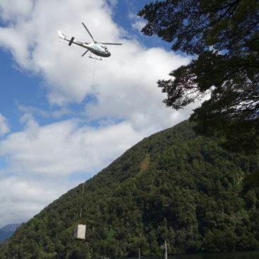 Der Hubschrauber und der Lastkahn versorgen die Hütten entlang des Milford Tracks