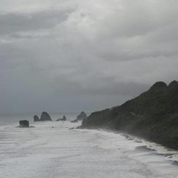 Raue See an der Westküste von Neuseelands Südinsel