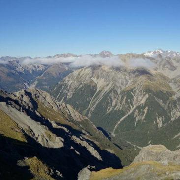 Fast wolkenfreier Ausblick in Richtung Süden vom Gipfel von Avalanche Peak aus