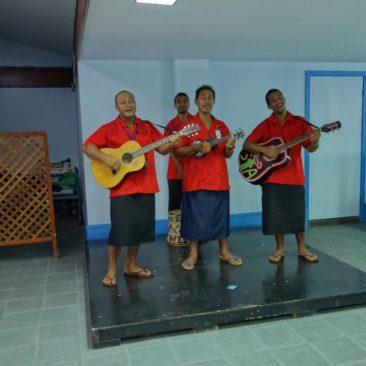 Samoanische Musiktruppe zur Begrüßung am Flughafen
