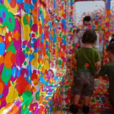 Der Obliteration Room in der Queensland Art Gallery, Queensland
