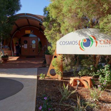 Der Eingang zum Cosmos Centre in Charleville