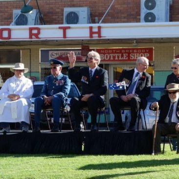 Zur ANZAC-Day Parade ist natürlich auch die Prominenz von Winton anwesend