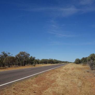 Flach, relativ karg und trotzdem sehr faszinierend - das Outback
