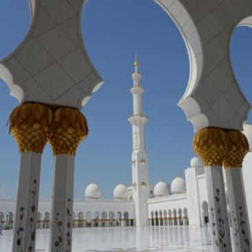 Die Minarette der Moschee sind 107 m hoch