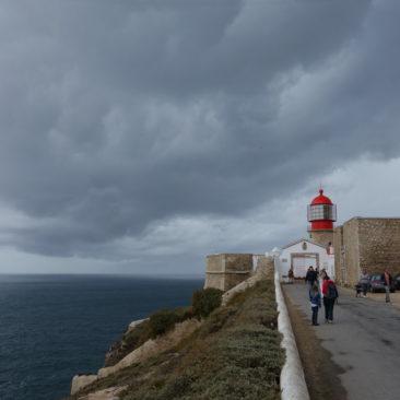 Der Leuchtturm vor dramatischem Himmel am Cabo de Sao Vicente