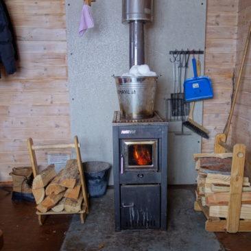Schneeschmelzen ist zeitraubend, aber auf einem Ofen kein Problem