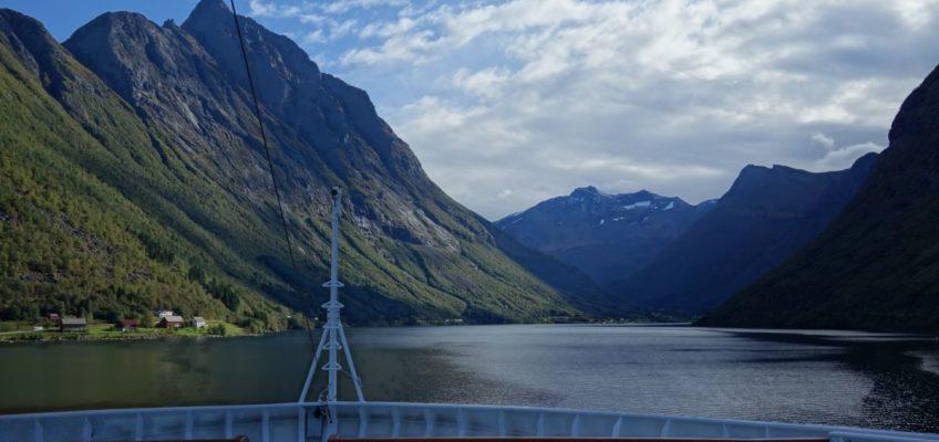 Einfahrt in den Hjørundfjord