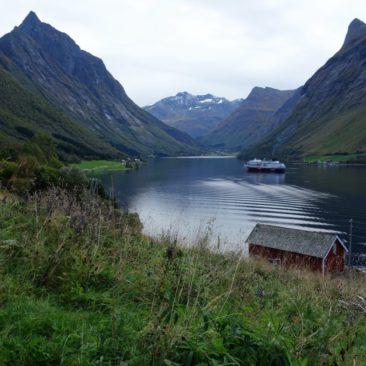 Die MS Finnmarken im Hjørundfjord