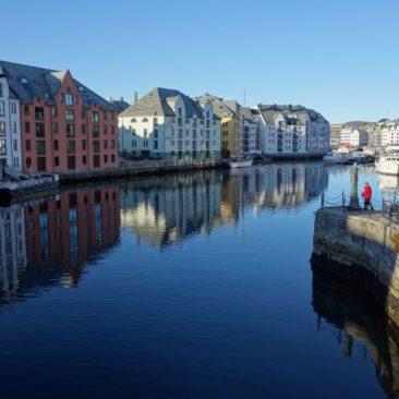 Jugendstilhäuser von Ålesund im Sonnenschein