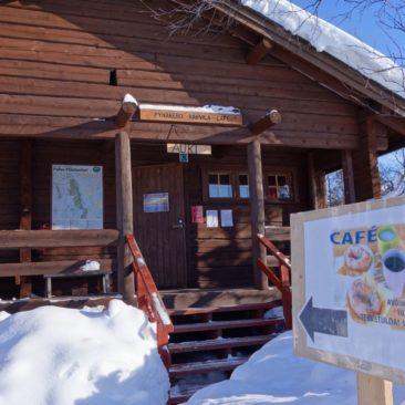 Das kleine Café an der ersten Hütte